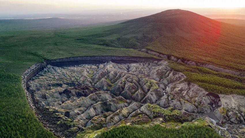 В Сибири продолжают расширяться «врата в подземный мир»