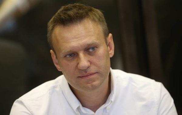 Навального отказываются выводить из комы