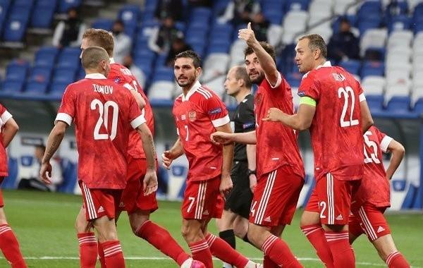 Сборная России по футболу обыграла венгров в Лиге наций