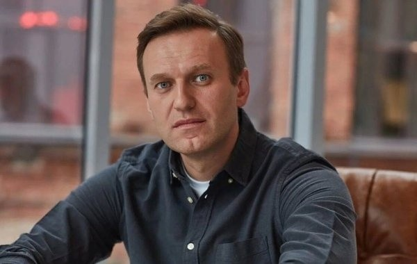 Запад не заметил загадочной спутницы Навального