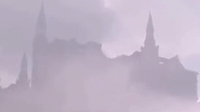 В интернете появилось видео, где в небе над Китаем возник «Хогвардс»