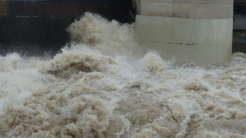 В Китае трещит плотина «Три ущелья»: сезон дождей не думает прекращаться
