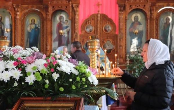 Православные верующие отмечают Покров Пресвятой Богородицы