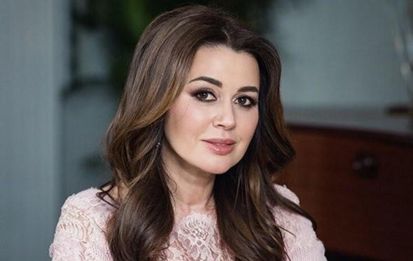 Дочь Анастасии Заворотнюк отказывается комментировать состояние матери