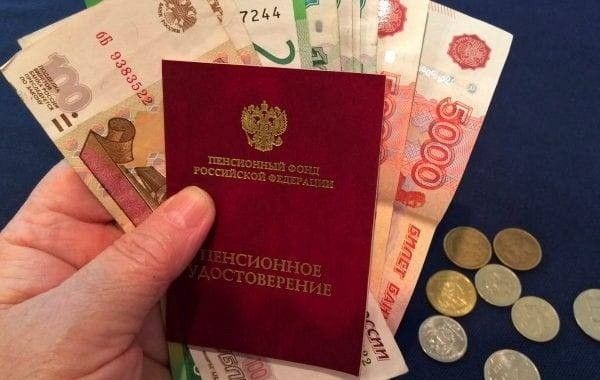 В Госдуме вновь попросят президента об индексации пенсий работающим