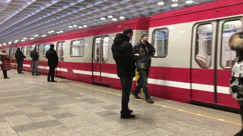 В метро Санкт-Петербурга с 2021 года изменилась стоимость за проезд