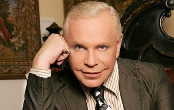 Директор Бориса Моисеева заявил об отъезде певца из России