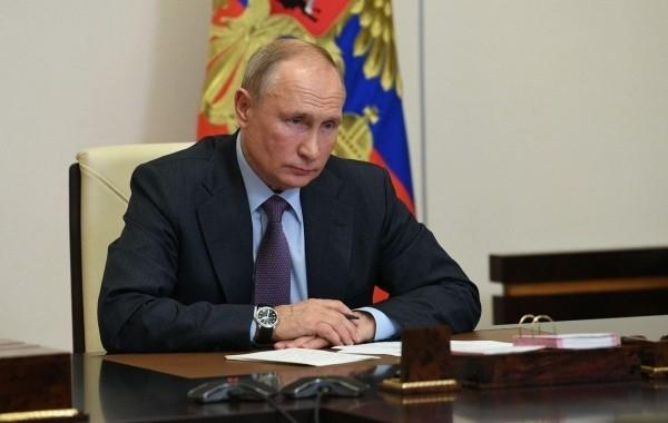 Путин поручил до 1 февраля проработать индексацию выплат работающим пенсионерам