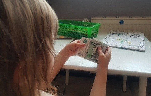 Россиянам с детьми от 3 до 7 лет разъяснили сроки выплат