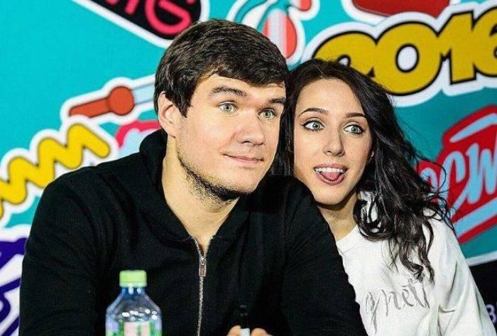 Катя Клэп объявила о предстоящей свадьбе с BadComedian