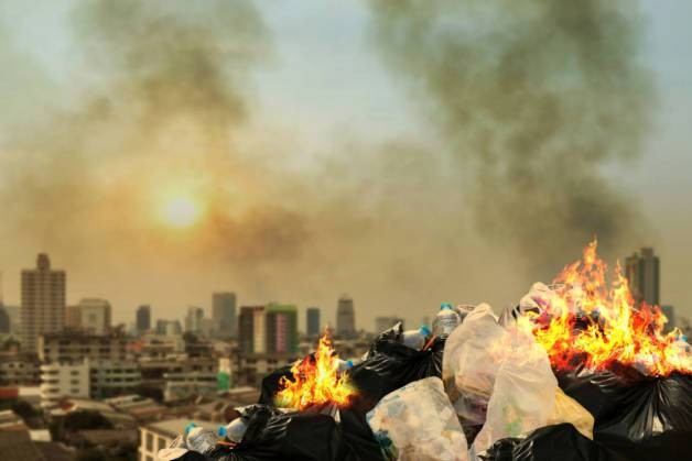 Как правильно по закону сжигать мусор на даче и в частном доме