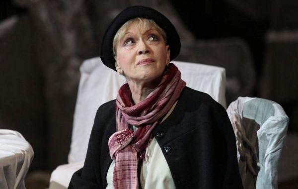 Госпитализированная с коронавирусом актриса Алиса Фрейндлих остается в реанимации