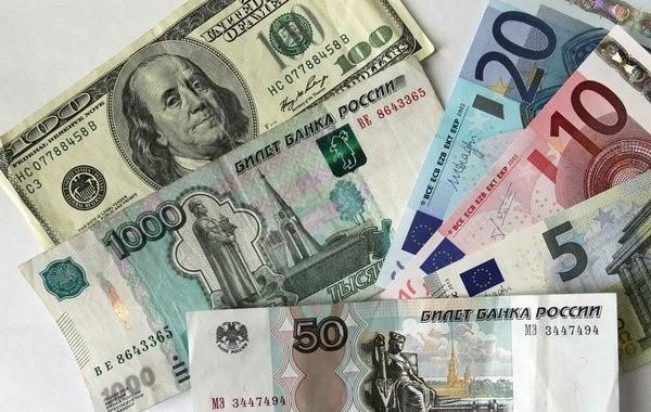 О курсе доллара на неделю рассказали экономисты