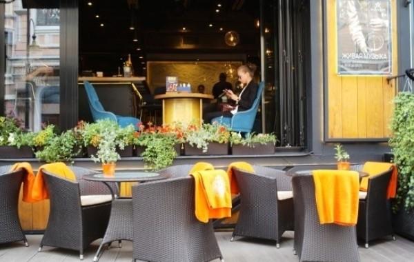 Столичные власти сняли запрет на работу баров и ресторанов ночью