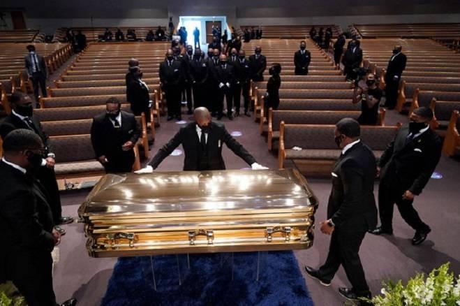 Необычные похоронные процессии знаменитостей