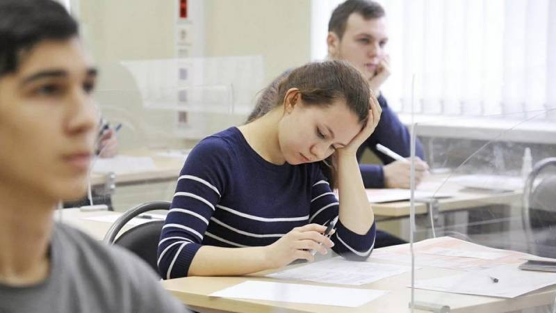 Что ждет школьников России в 2021 году: будет ли дистанционное обучение и как пройдут выпускные экзамены
