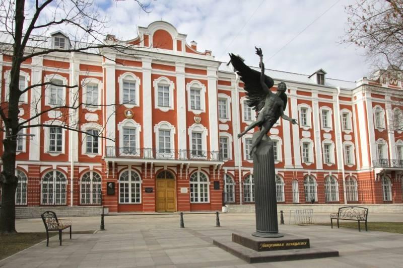 Сколько бюджетных мест запланировало правительство России для вузов в 2021 году