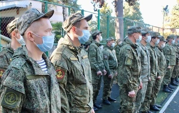 Военным медикам доплатят за работу с пациентами с коронавирусом