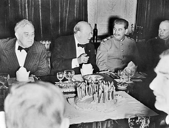 Как Иосиф Сталин пировал с иностранными гостями во время войны