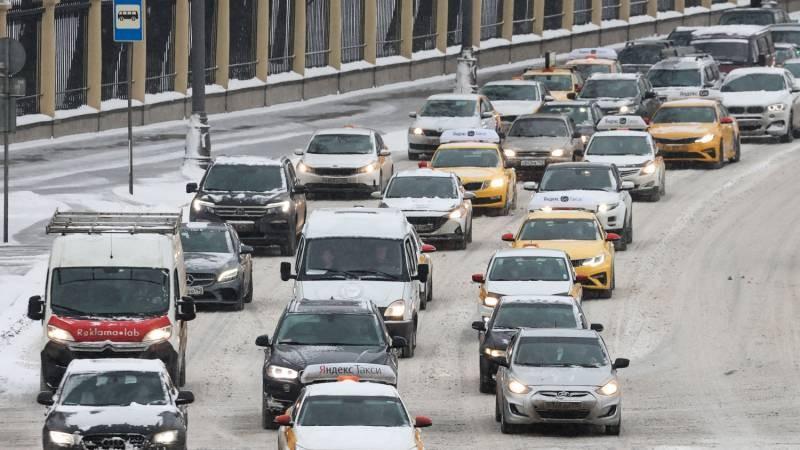 Для шоферов в РФ запретят ездить зимой на летней резине