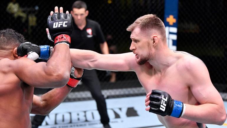 Чем закончился бой Александра Волкова против Алистера Оверима в 2021 году