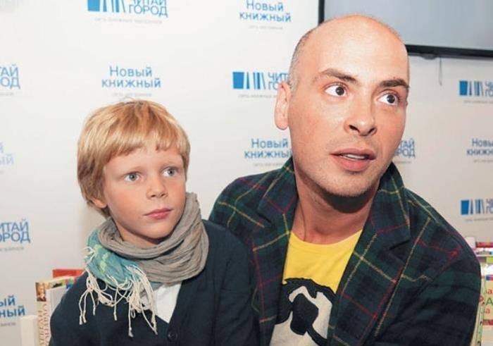Куда пропал с первого канала телеведущий Антон Привольнов