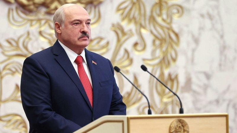 Александр Лукашенко призывает граждан Белоруссии перейти на кнопочные телефоны