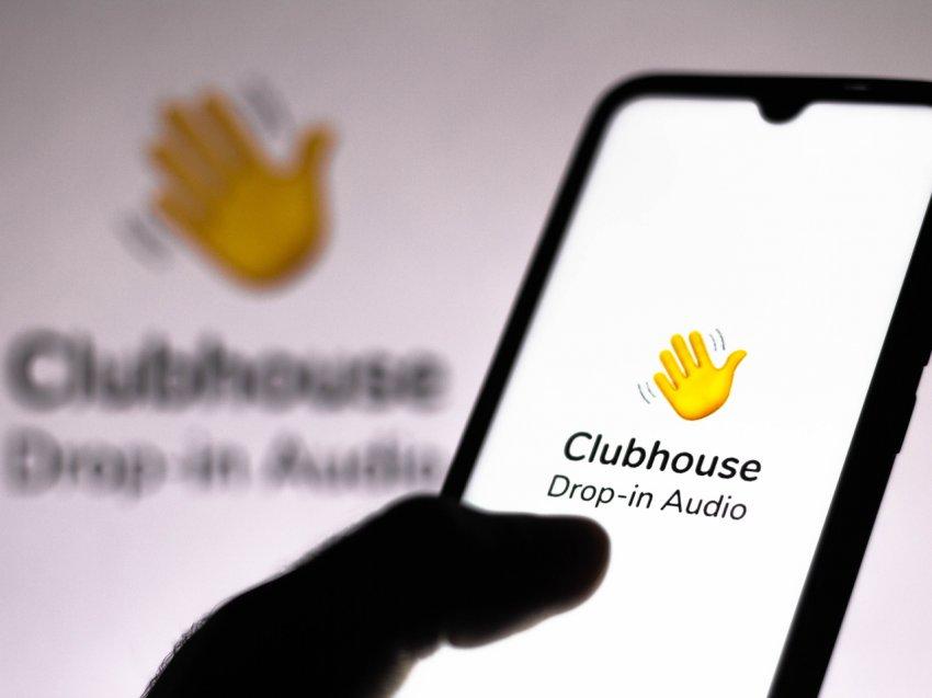 Новая социальная сеть ClubHouse продолжает завоевывать популярность в России
