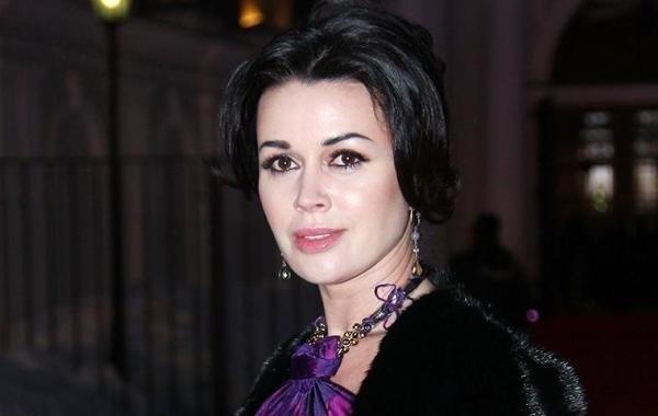 Анастасия Заворотнюк молится, надеясь на выздоровление