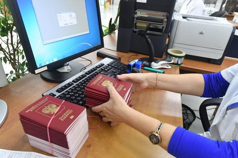 Россия начнет переходить на электронные паспорта в 2021 году
