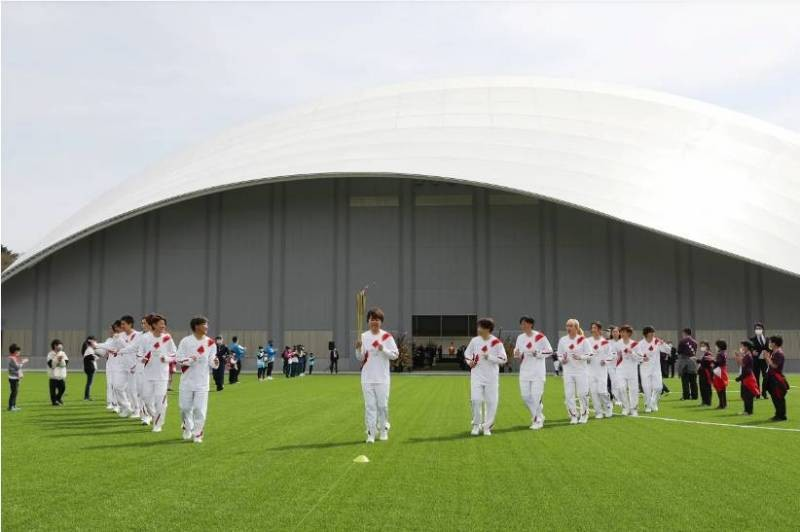 Как проходит эстафета олимпийского огня в 2021 году отложенная на целых 370 дней