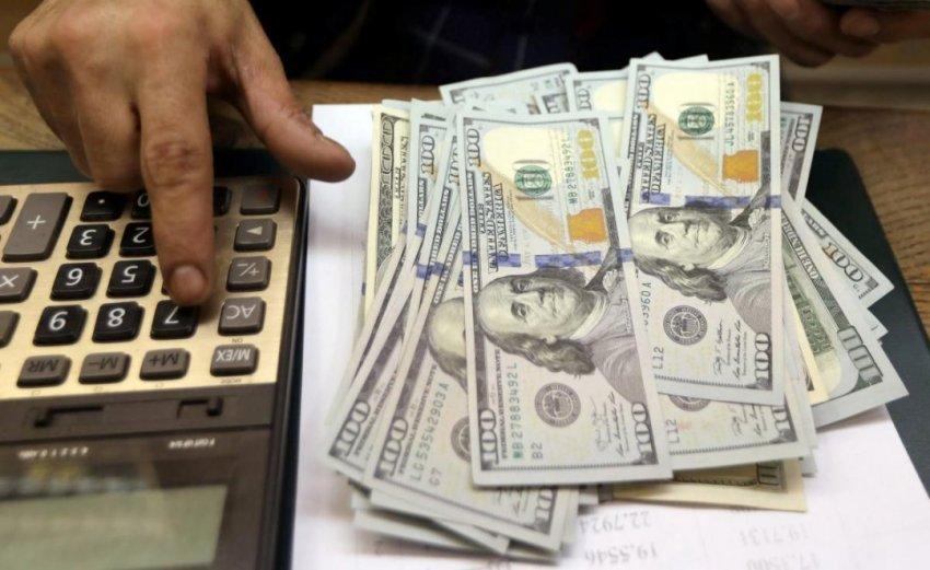 Обвал курса доллара в апреле прогнозирует финансовый аналитик