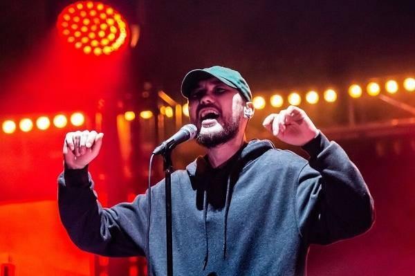 Новый альбом рэпера Скриптонита «Свистки и бумажки» вышел 27 марта 2021 года