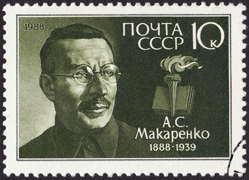 Как Макаренко удалось из бандитов воспитать нормальных людей, и почему его отстранили от управления колонией, несмотря на результативность его педагогических методов