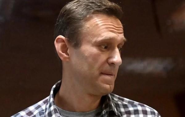 Группа врачей призывает перевести Навального в гражданскую больницу