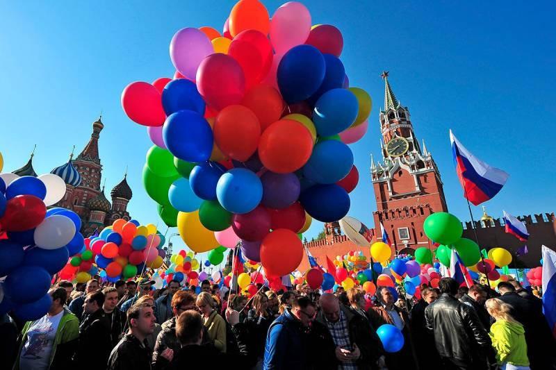 Для чего российское руководство ввело в 2021 году затяжные празднике в мае