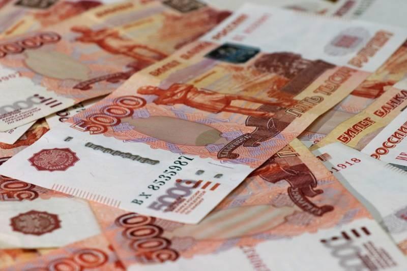 Премьер-министр России поручил выплатить по 10 тыс. рублей семьям с детьми