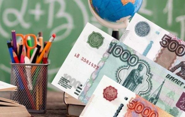 Стало известно, когда семьям с детьми начнут выплачивать по 10 тысяч рублей