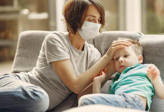 Когда начнут выплачивать увеличенные больничные по уходу за детьми