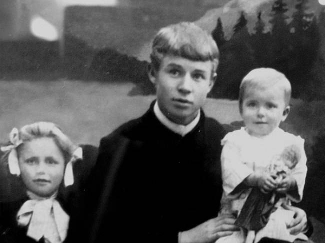 Почему старшего сына Сергея Есенина приговорили к смертной казни