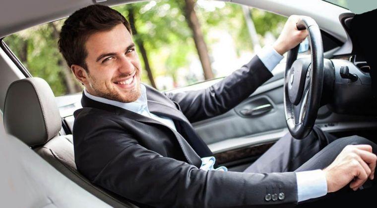 Обозначение самых популярных жестов для автомобилистов на дороге