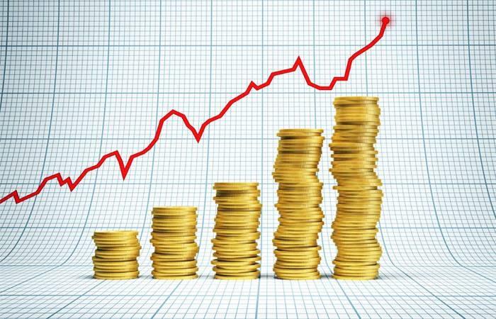 Денис Мантуров объяснил рост цен обилием «напечатанных» денег