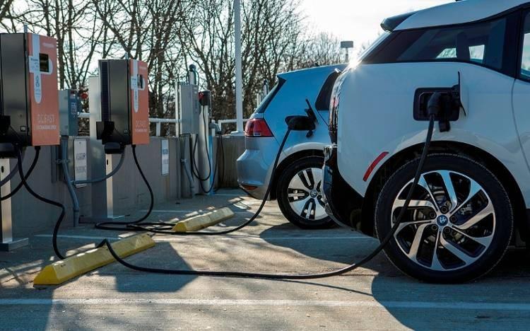 Российские власти планируют за 20 лет пересадить граждан на электромобили