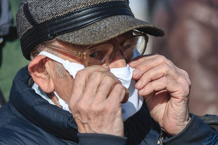 Российским пенсионерам будут платить в 2021 году за прививку против коронавируса