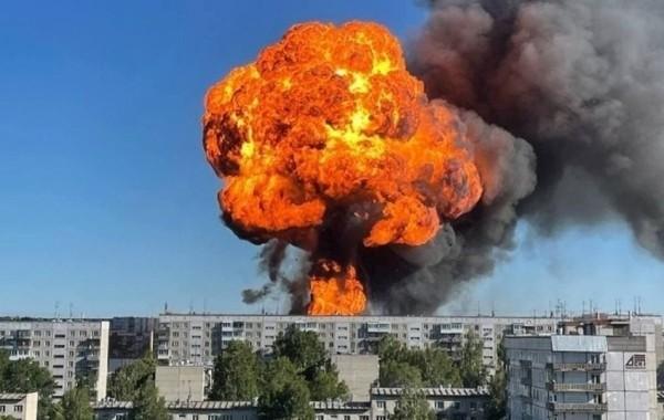 Число пострадавших при взрывах и пожаре на автозаправке в Новосибирске выросло до 35