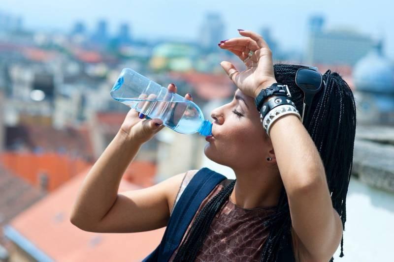 Как человеку перенести жару в летний период