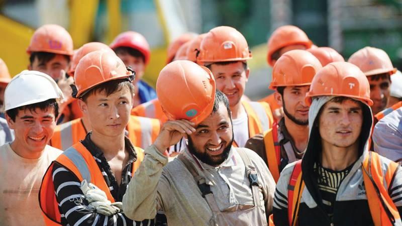 В РФ планируют завезти дополнительно 5 млн трудовых мигрантов