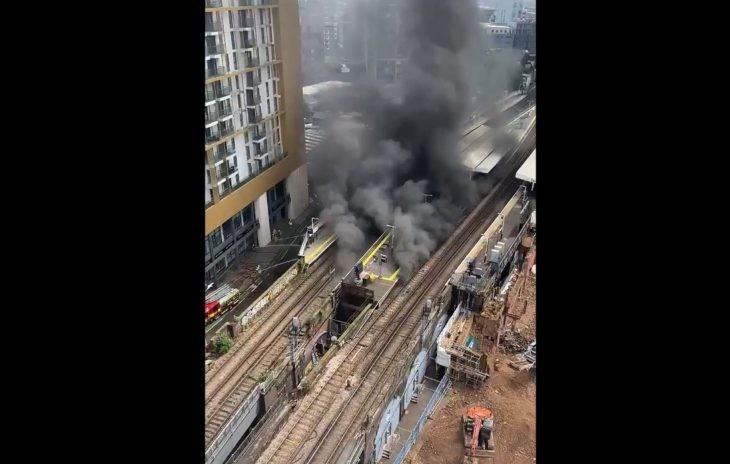 В центре Лондона прогремел взрыв и вспыхнул пожар, его тушат 70 человек