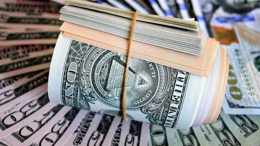 Эксперты прокомментировали отказ России от доллара в 2021 году