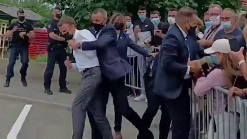 «Монжуа Сен-Дени!»: президент Франции Эммануэль Макрон получил пощечину во время встречи с людьми